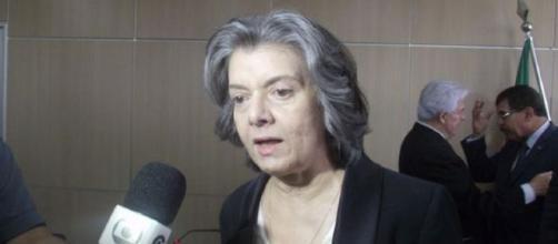 Cármen Lúcia cancela confraternização de fim de ano