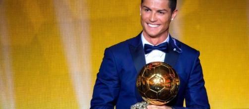 Cristiano Ronaldo fresco di vittoria del suo quarto Pallone d'oro