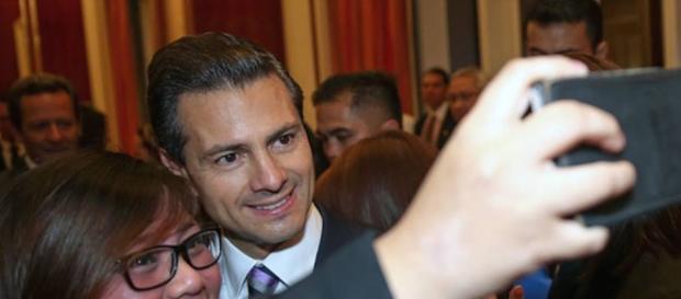 Peña Nieto es como el hijo adolescente de Calderón Hinojosa