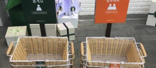 Color coded baskets let salesperson know if you need help - Photo: Blasting News Library - dailydot.com