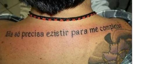 """""""Ezistir"""" foi o que esse homem resolveu tatuar. Ele provavelmente irá se arrepender disso"""