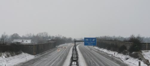 Right before it'shows expected to get this cold, she was on a similar hwy. / Photo by pixabay.com, Blasting News library