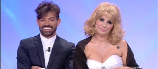 Tina Cipollari troppo provocante e il web si scatena - VIDEO | FOTO - funweek.it