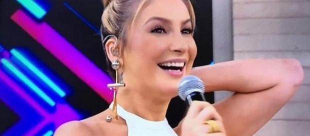Claudia Leite não comenta devolução de R$ 1,2 milhão aos cofres públicos, ao participar do 'Encontro'