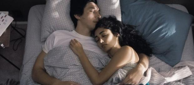 Imagen de la película con su protagonista, Adam Driver, con su compañera de reparto, Golshifteh Farahani
