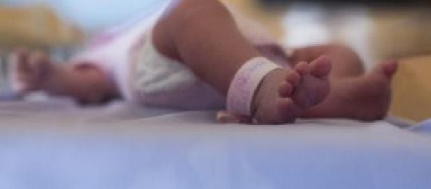 Bebê está em observação na UTI