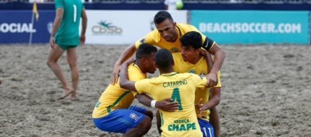 Triunfo deixa Brasil ao lado do Uruguai, na liderança do grupo A (Foto: Marcello Zambrana/DGW Comunicação)