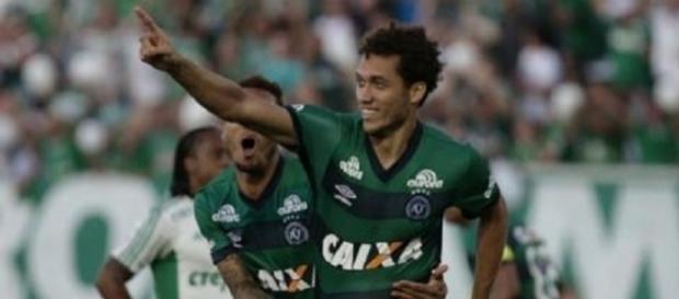 Zagueiro Neto volta ao Brasil nesta quinta-feira (15)