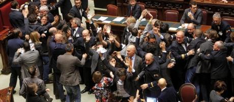 Bagarre alla Camera dei Deputati. Fonte: www.europaquotidiano.it
