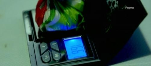 La Botta: i pusher di Tor Bella Monaca pesano la cocaina