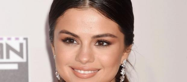 Selena Gomez signs $13 million deal as the face of Coach | 9Style - com.au