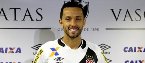 Veja fotos da apresentação de Nenê e da nova camisa do Vasco ... - com.br