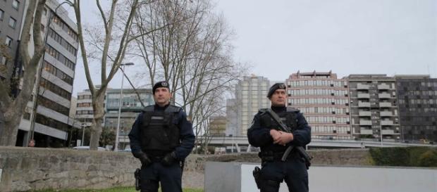 Corpo de Intervenção faz policiamento nesta quadra festiva com coletes antibala e metralhadoras