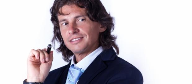 Il manager Alessio Sundas inventore delle Umbrella Girls