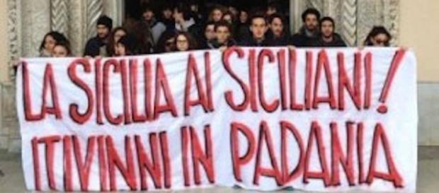 Matteo Salvini in Sicilia, lo striscione di protesta degli studenti