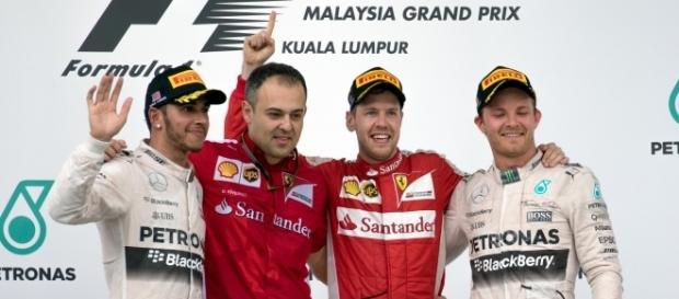Sebastian Vettel (Ferrari) neben seinem Chef-Mechanikeriker Diego Ioverno in Malaysia 2015 / Foto: Morio - Eigenes Werk, CC-BY-SA 4.0 (Wikimedia)