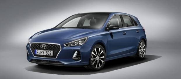 Terceira geração do Hyundai i30 tem design com linhas mais retas