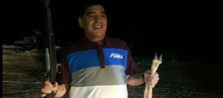 La polémica foto que compromete a Maradona