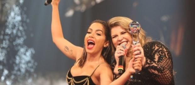 Anitta ganha troféu de melhor cantora no 'Melhores do Ano'