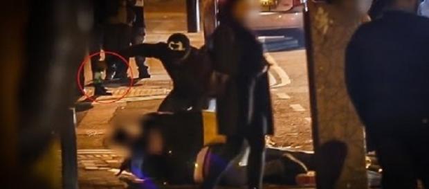Homem vomita sangue após ser agredido na cabeça