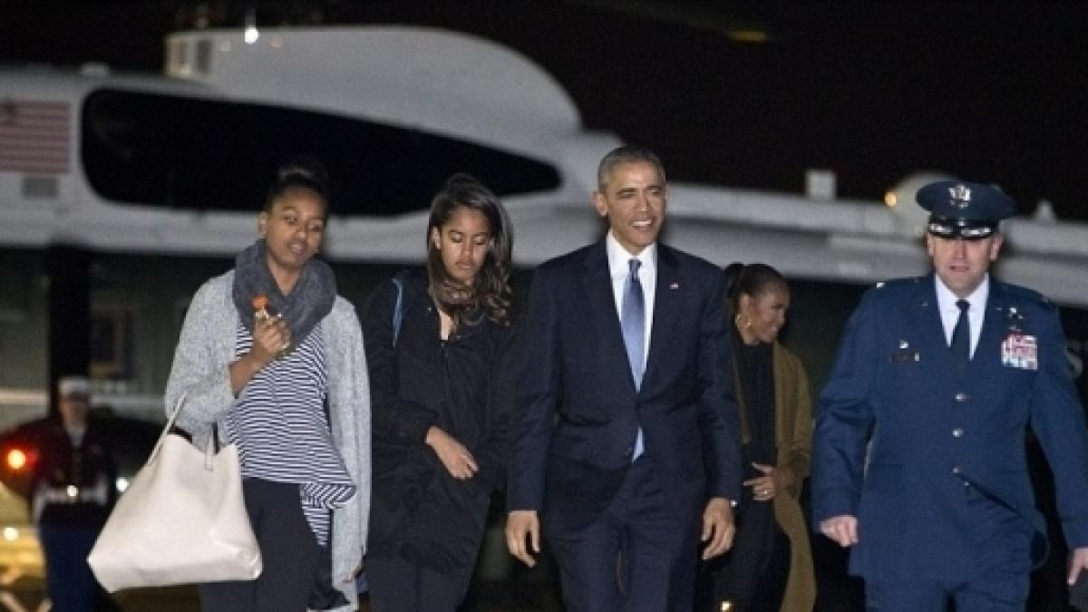 The Obamas go to Hawaii on Christmas vacation for final time as ...
