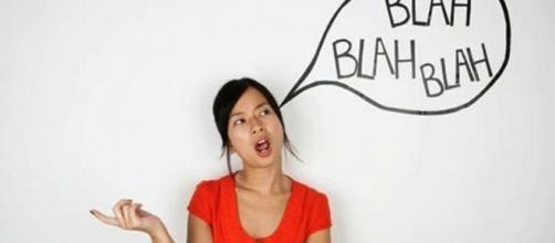 Falar sozinho pode ser um sinal de um problema