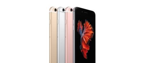Immagini Di Natale Per Iphone 5.Iphone 6s 5s Offerte Sottocosto Di Natale Ed Aggiornamento Ad Ios 10 2