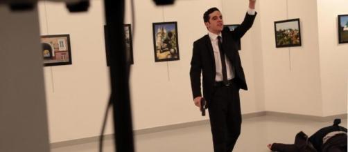 Ucciso l'ambasciatore russo in Turchia in un attentato di matrice ... - lastampa.it