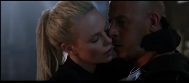 Cipher (Charlize Theron) et Dom (Vin Diesel) dans Fast and Furious 8