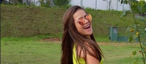 Maisa Silva começa a tuitar sobre menstruação e causa polêmica nas redes sociais