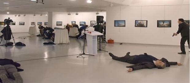 Policial turco mata embaixador russo em Ancara