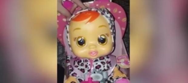 Ruídos sexuais são reproduzidos pelo brinquedo.