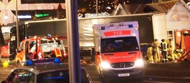 Terroranschlag in Berlin? Todes-LKW auf dem Weihnachtsmarkt am Ku-Damm (Foto: Carl Kralle)