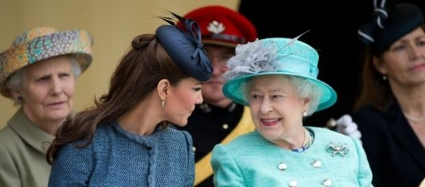 This picture of Kate Middleton and the Queen says it all! Photo: Blasting News Library - popsugar.com