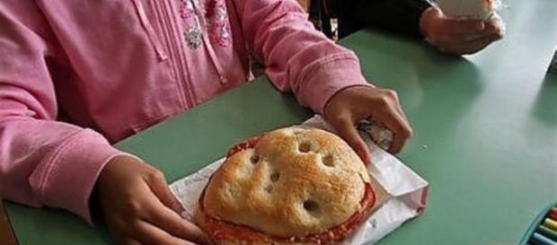 Udine, ragazzina sviene a scuola: non mangiava da due giorni - avvenire.it