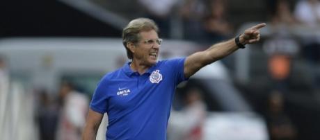 Oswaldo de Oliveira dá aval para mais uma contratação do Corinthians