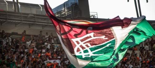 Abel (na foto, abraçado pelo presidente Peter Siemsen) dirigirá o Fluminense pela terceira vez na carreira