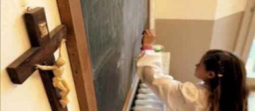 Alunos e funcionários são proibidos de professar fé cristã na escola