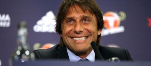 Il tecnico del Chelsea, Antonio Conte - mirror.co.uk
