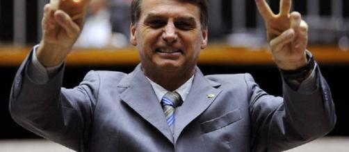 Jair Bolsonaro ironizou a morte de Castro.
