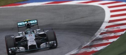 Nico Rosberg pilotando pela Mercedes em 2014