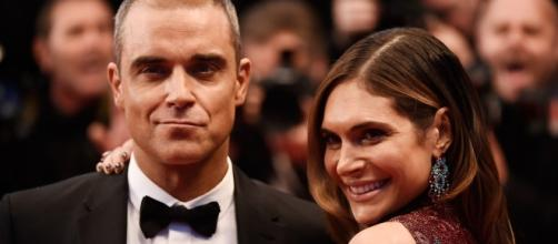 Robbie Williams, Ayda Field confessa di fingere sotto le lenzuola