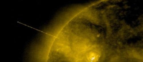 Será que a energia do Sol está sendo sugada por uma nave alienígena? (SOHO)