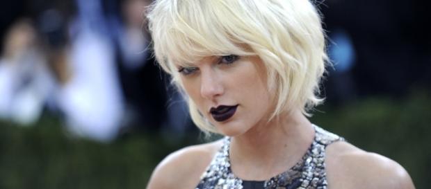 Cele|bitchy | Taylor Swift is 'not sad' about her split, she 'has ... - celebitchy.com