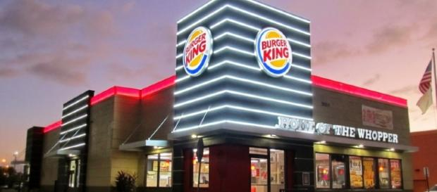 Rede de Fast Food vai contratar atendentes