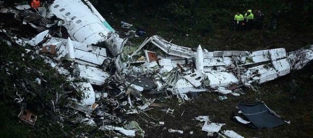 Torre de controle avisa a piloto sobre sua altitude ser pouca. Confira.
