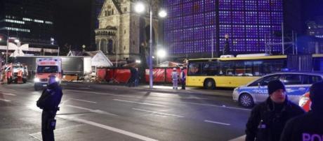 Berlino, tir contro la folla al mercato di Natale.