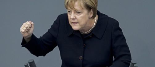 Ángela Merkel pide a la población que renuncie a sus costumbres