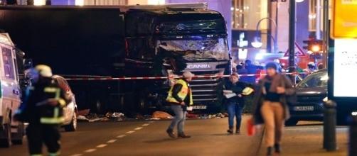 Attentato terroristico nel centro di Berlino. 9 morti e oltre 50 feriti