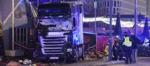 Camion a Berlino ai Mercatini: Attentato rivendicato dall'ISIS - laprovinciadelsulcis.com